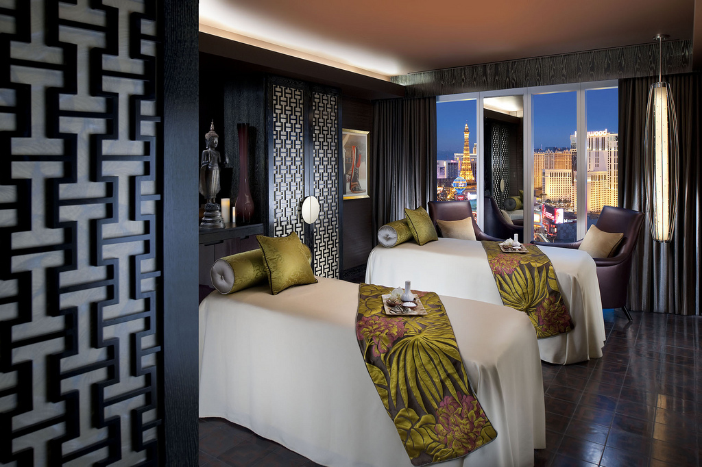 The at Mandarin Oriental in Las Vegas helps you forget your excess baggage and relax.