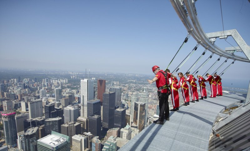 cn-tower-2