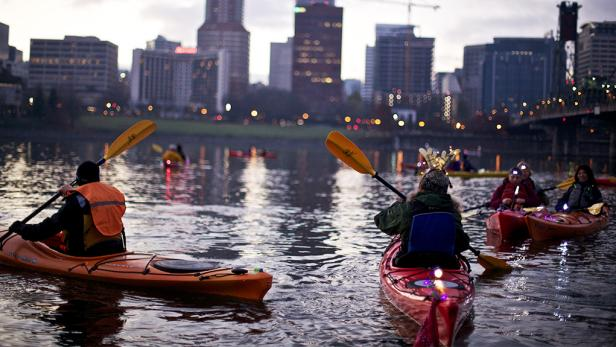 things-to-do-in-portland-kayak-downtown.rend.tccom.616.347